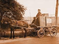 Das erste Auslieferungsfahrzeug um 1900